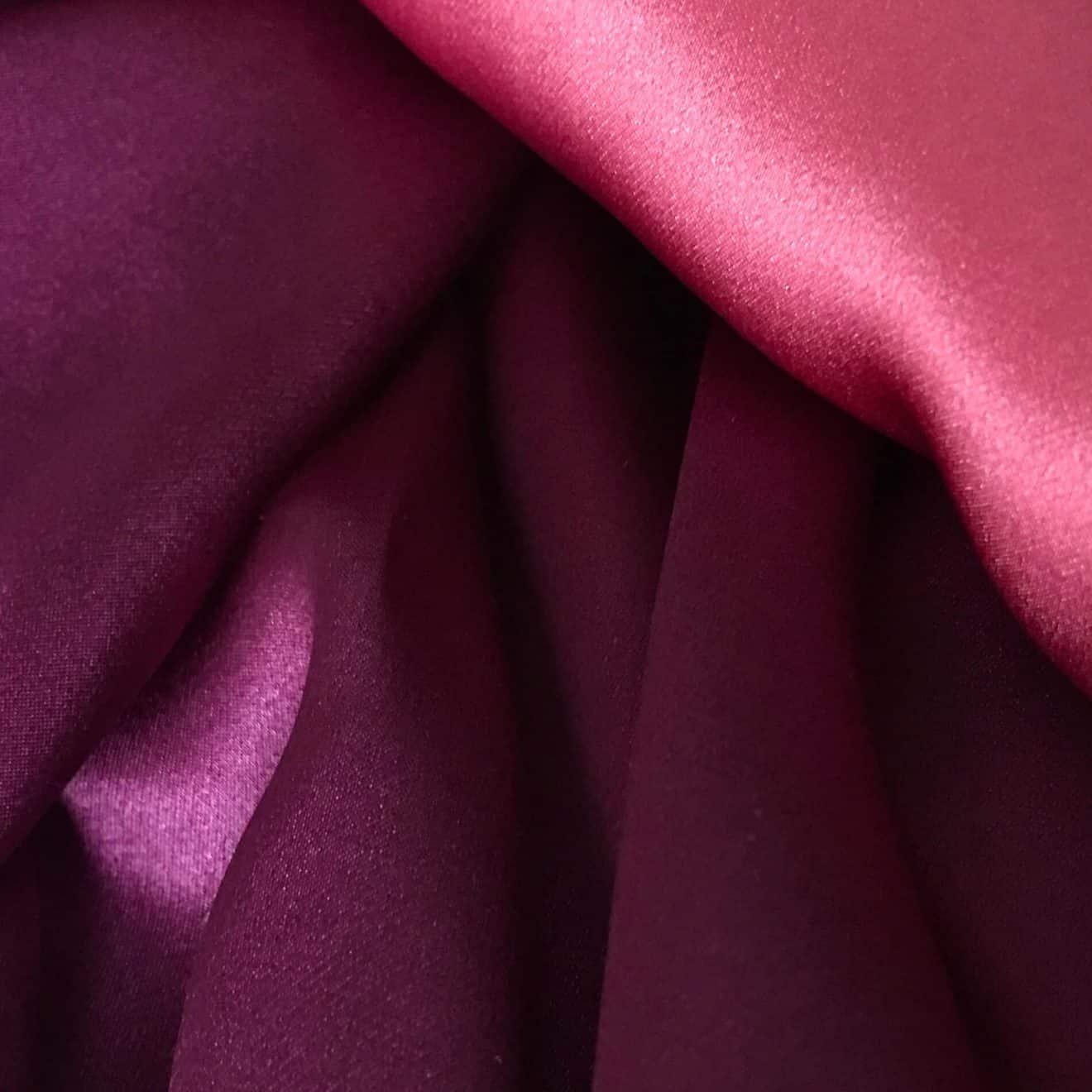 الحجاب في الحرير الأرجواني الساتان quetsche