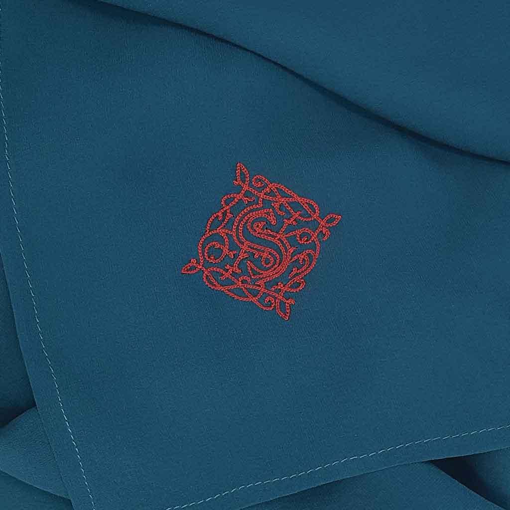 Hijab a broderie personnalisée au fil de soie L'étoffe de Saba